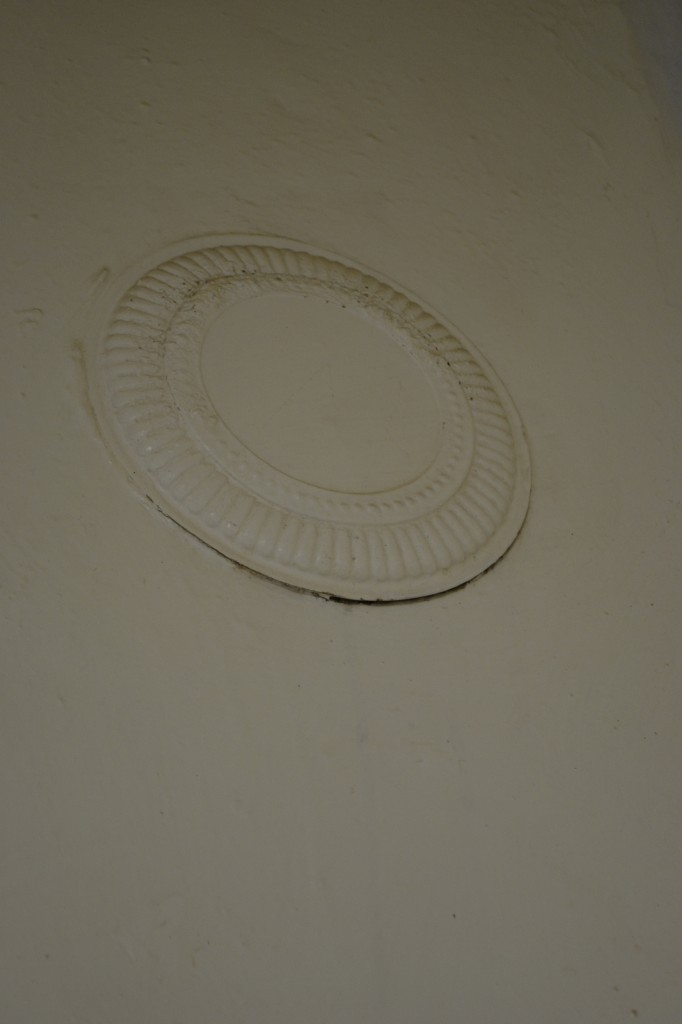 stove vent cover that looks like a paper plate
